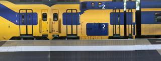 Panorama van een vertrekkende trein